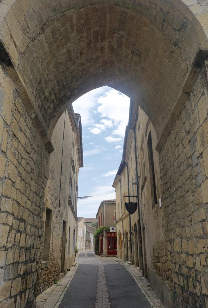 tVisiter le village médiéval de Saint-Macaire en Gironde